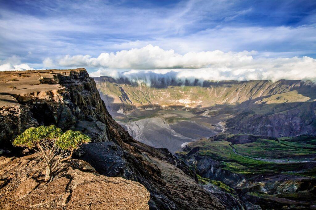 download gambar pemandangan gunung dan sawah
